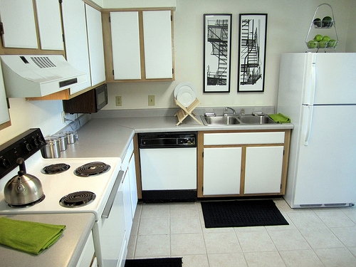 Greenwich Green Apartments Kitchen with Frostfree Refrigerator
