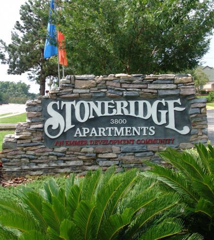 Stoneridge Apartments Sign