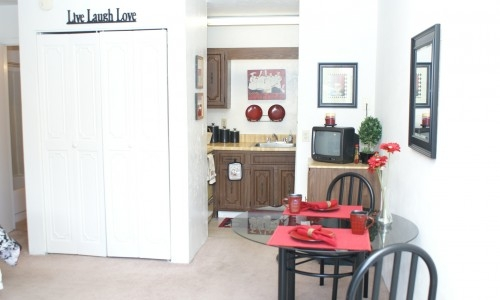 Sundowne Villa Apartments Dining Area