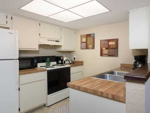 Woodland Villas Apartments Kitchen image 3